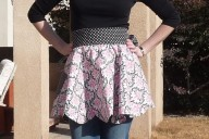 Reversible scalloped apron