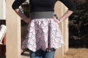 Scalloped reversible apron