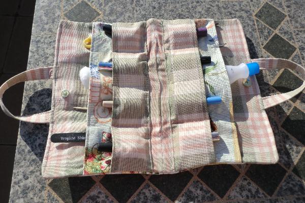 Un sac avec rangement le blog de feutrinesetpiqueaiguilles for Sac rangement couture