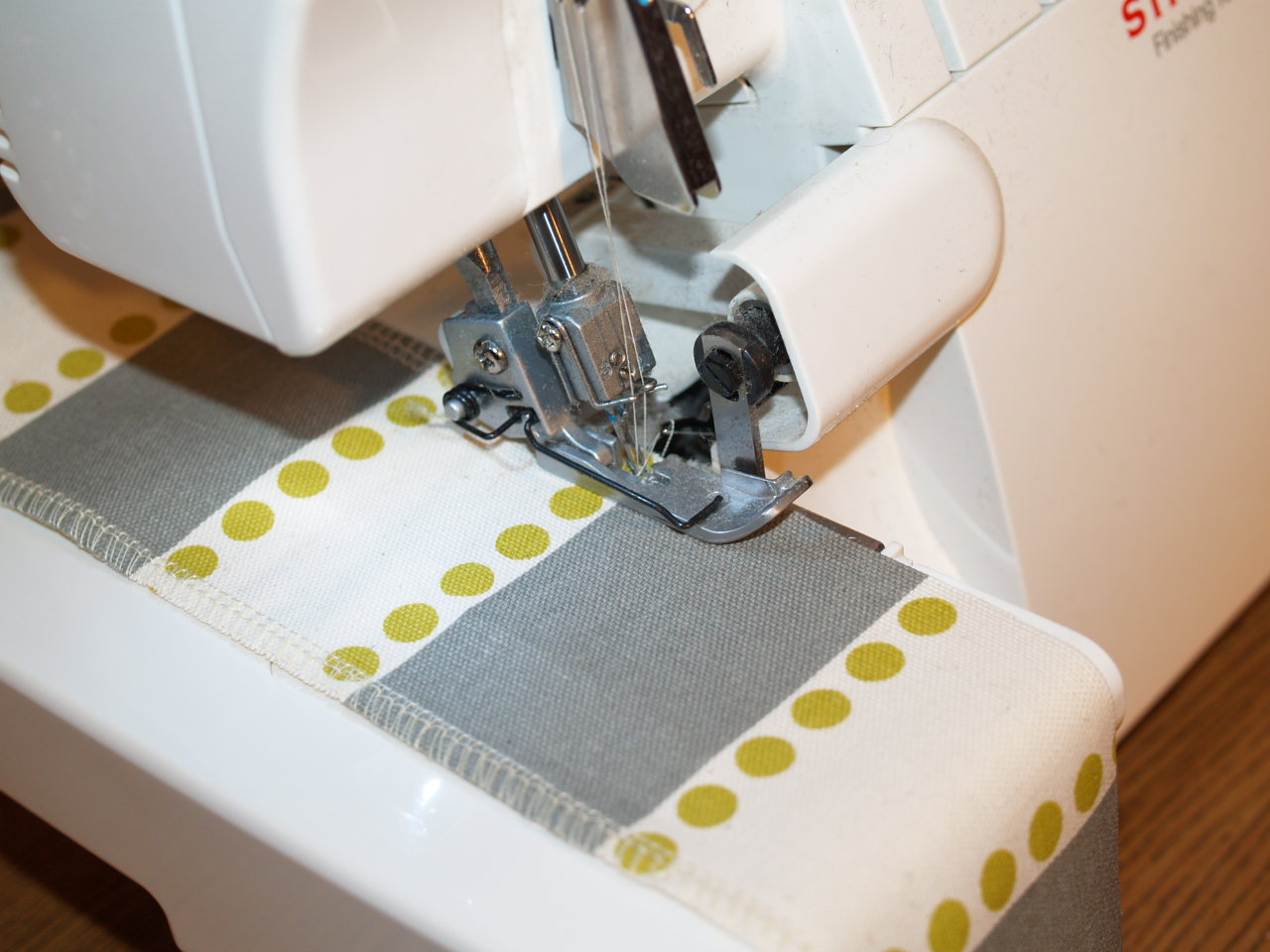 how to keep fabric from fraying when cut